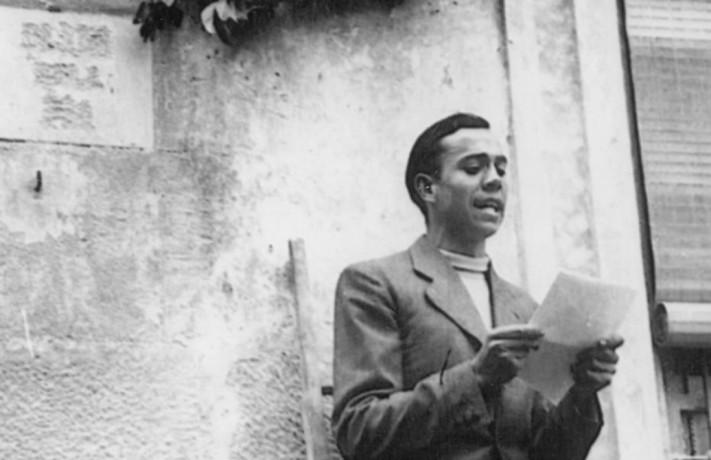ICULT MIGUEL HERNANDEZ EN ORIHUELA   ABRIL 1936   RINDIENDO HOMENAJE A RAMON SIJE  FOTO FUNDACION CULTURAL MIGUEL HERNANDEZ  DEL LIBRO EL OFICIO DE POETA MIGUEL HERNANDEZ DE EUTIMIO MARTIN